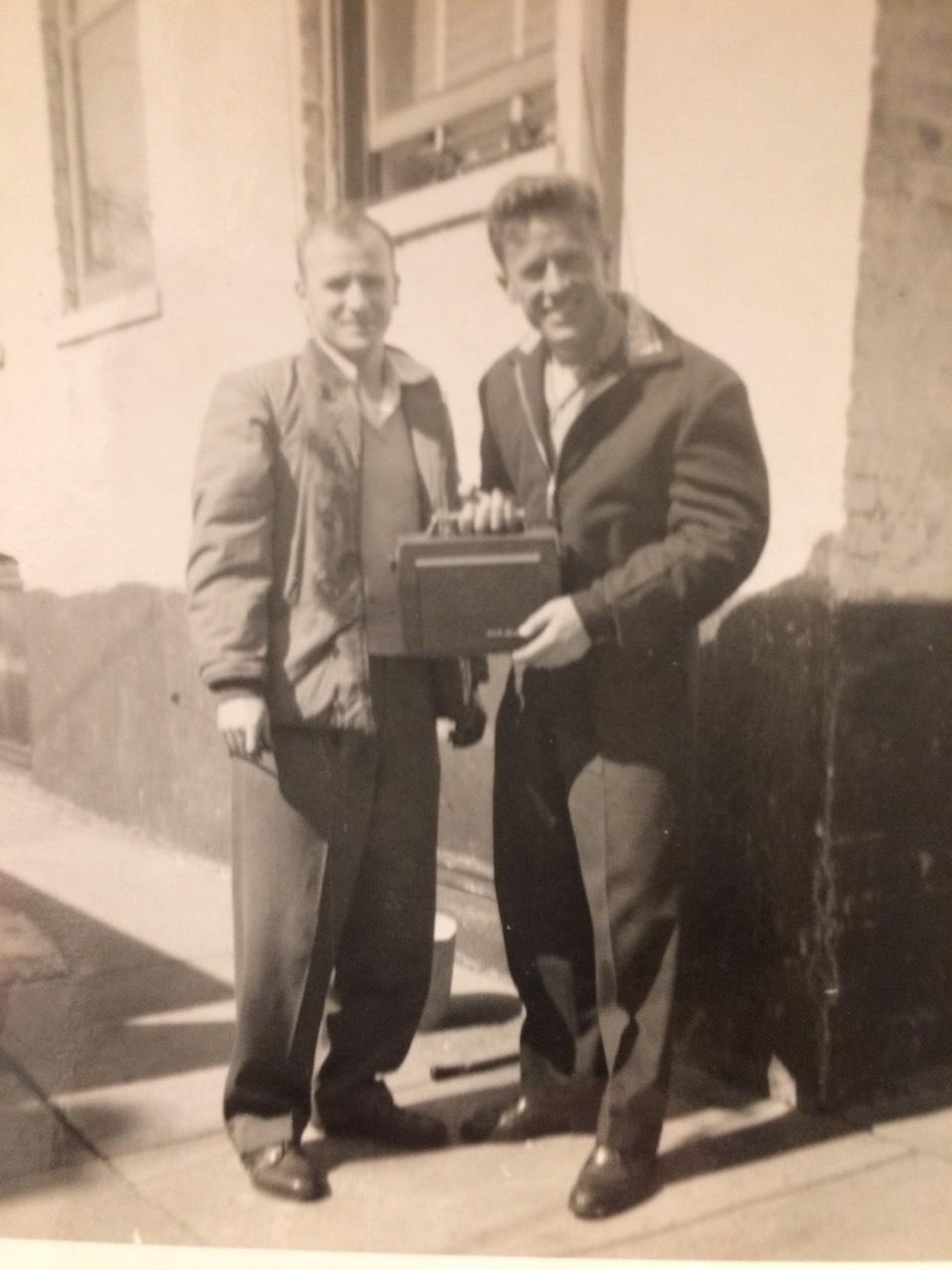 Me djalin e dajës Edip Mehmeti, pjesëmarrës i Luftës së Koresë, 1956