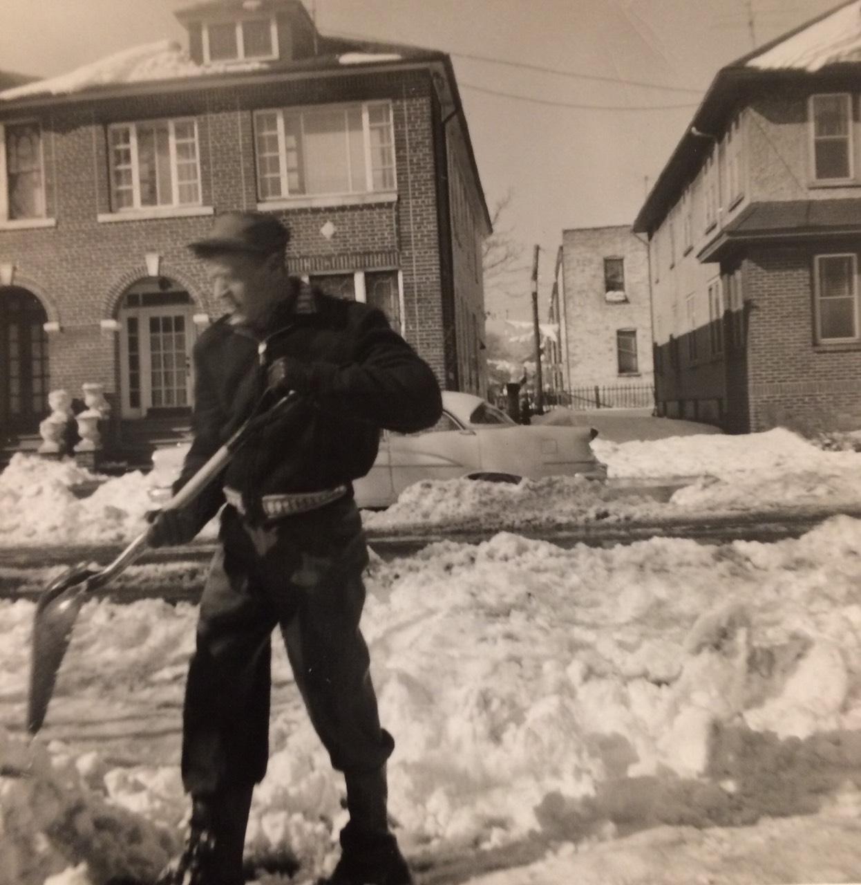 Para shtëpisë së dajës Nuri Mehmeti, janar 1956