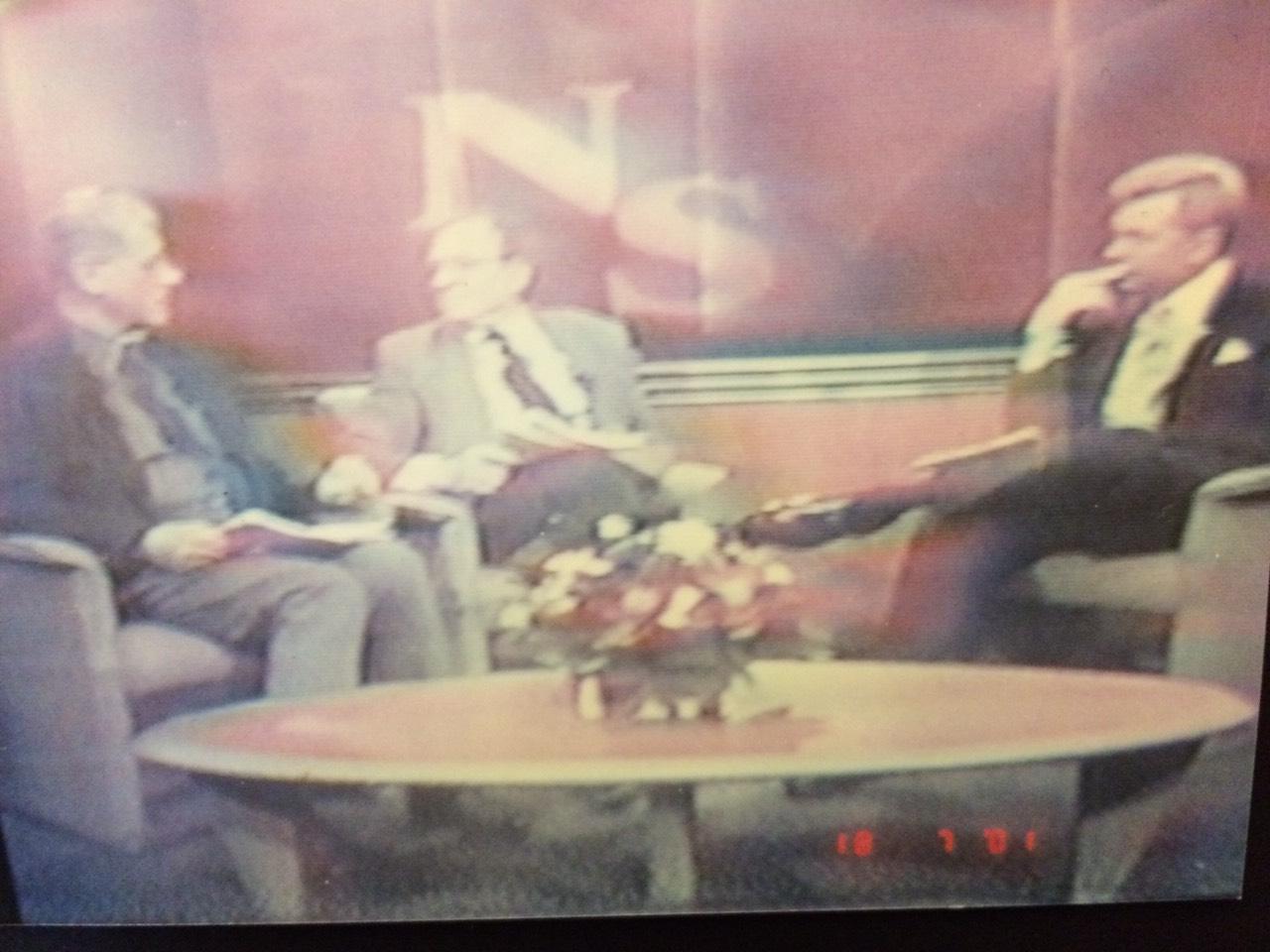 Gjatë debatit televiziv Barolli - Simiq (i pari nga e majta, kurse në të djathtë nikoqiri i debatit). Foto nga ekrani televiziv